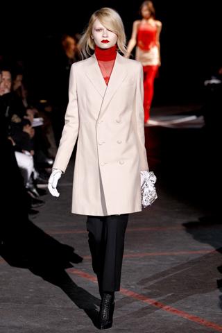 Lia- Givenchy